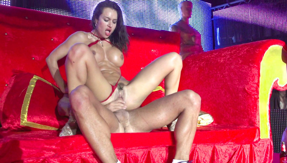 Nacho Vidal dominates Franceska on stage at the fucking tour