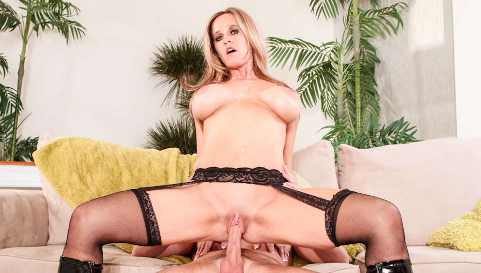 That Cougar Fucks Like An Animal #04 - Totally Tabitha